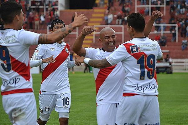 Egidio Arévalo llegó a Municipal para plasmar toda su experiencia. (Foto: Prensa Deportivo Municipal)