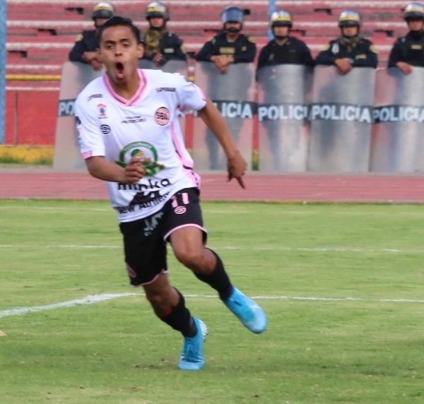 Herrera y su grito salvador para Boys en Huancayo. (Foto: Juan Aquino / DeChalaca.com)