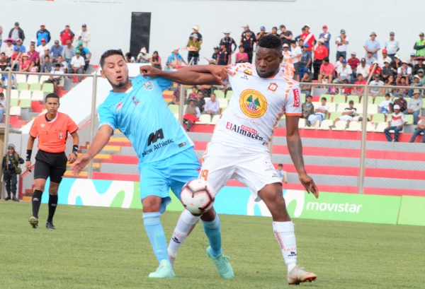 Preciado jugó por el extremo y a veces por el medio. (Foto: Julio Carrasco / DeChalaca.com)