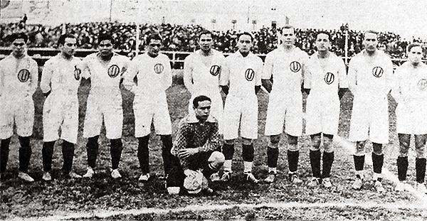 'Pancho' Sabroso, el segundo desde la izquierda, es el once crema que disputó el primer clásico del fútbol peruano (Recorte: diario La Crónica)