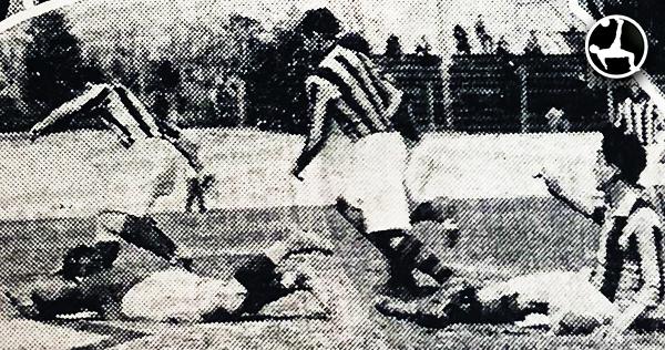 Si bien Association ganó 4-2, el partido quedó relativamente opacado por la actitud de un jugador de Sporting Tabaco. (Recorte: diario La Crónica)