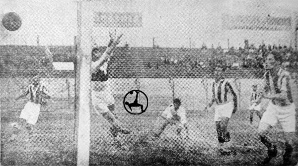 Gol de José Balbuena en la llave que enfrento a la 'U' con Atlético Chalaco (Recorte: diario La Crónica)