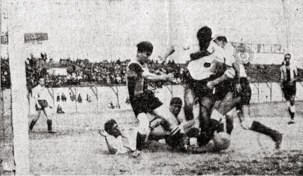 El campeonato de 1938 arrancó con el Municipal - Sporting Tabaco, con victoria por 3-2 del cuadro edil. (Recorte: diario El Comercio)
