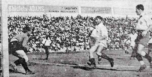 La derrota ante Mariscal Sucre no desentonó el desempeño de Deportivo Municipal. Se recuperó ante la 'U' con victoria por la mínima. (Recorte: diario La Crónica)