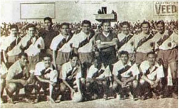 Alineación de Deportivo Municipal en 1943, año en que obtuvo su tercer título con solo seis años de fundación (Foto: echamuni.net)
