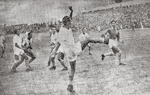 La 'U' se salva sobre la línea de un gol aliancista en el clásico que evitó la baja directa del equipo crema (Recorte: revista Sport)
