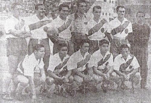 El equipo edil que alineó ante Alianza Lima el 12 de noviembre de 1950 y obtuvo el último título de Primera División de la historia de la 'Academia'. (Recorte: diario La Crónica)
