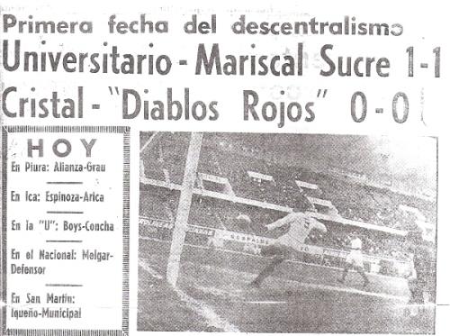 Carátula del suplemento deportivo de La Crónica que anuncia el inicio de los torneos descentralizados. A la derecha, una imagen del primer cotejo: Universitario - Mariscal Sucre (Recorte: diario La Crónica)