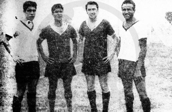 'Huaki' Gómez Sánchez en los entrenamientos de Porvenir Miraflores a la derecha de la armada joven del equipo: Saravia, Ormeño y Zavala. (Recorte: diario La Crónica)