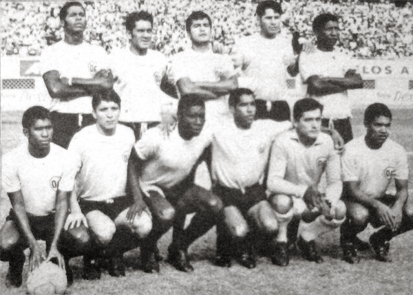 Una de las formaciones que presentó el equipo celeste de Breña en el campeonato de 1969 (Recorte: diario La Crónica)