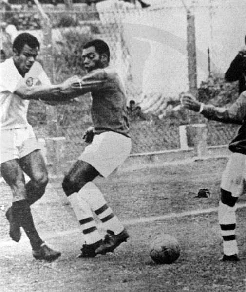 Universitario logró el título -por encima de Sporting Cristal- en la temporada 1970 del fútbol peruano. (Recorte: diario La Crónica)