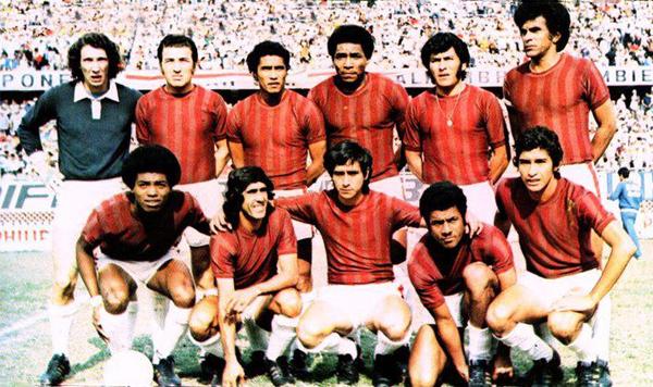 Este es la formación base del Defensor Lima campeón de la temporada 1973 y que, al año siguiente, llegó hasta las semifinales de la Copa Libertadores (Recorte: revista Ovación)
