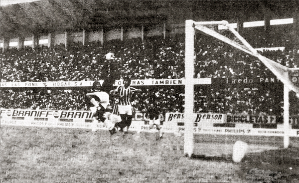 Duelo entre Atlético Chalaco y Defensor Lima, que culminó con victoria del 'León Porteño' y que significó el regreso de Roque Gastón Máspoli al elenco 'Carasucia' (Recorte: revista Ovación)