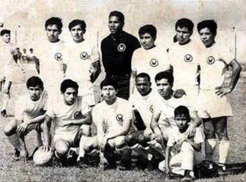Ormeño en 1974, con su uniforme titular (Foto: maticescicloclub.blogspot.com)