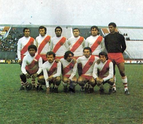 Una formación de Alfonso Ugarte en 1975, la mejor temporada de su historia (Cromo: Editorial Navarrete)