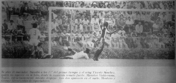 Autogol de Juan Manuel Toyco en el primer clásico jugado en Matute en la historia, en el verano de 1975 -correspondiente a la temporada anterior- (Foto: revista Ovación, N° 60 p. 5)