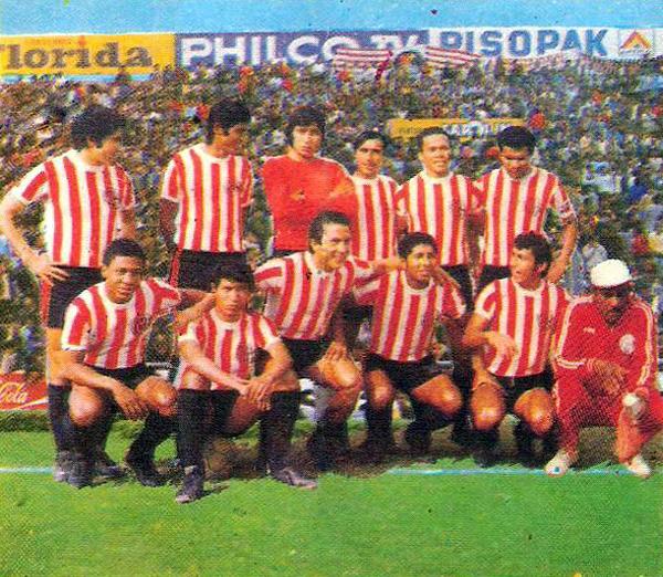 Unión Huaral versión 1976. Destacan Eusebio Acasuzo, Walter Escobar, Alejandro Luces y el gran 'Pedrito' Ruiz (Recorte: revista Ovación)