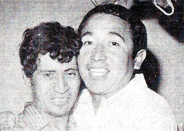 Pedrito' Ruiz y Moisés Barack, figura y técnico del Unión Huaral que se quedó con el título en la primera final disputada entre dos elencos que no eran los catalogados grandes del fútbol peruano (Recorte: diario La Crónica)