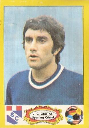 Oblitas con la chompa azulina -de la época- de Sporting Cristal, cuando llegó al club en 1977 (Cromo: álbum Fútbol Descentralizado 1977-1978, Editorial Navarrete)
