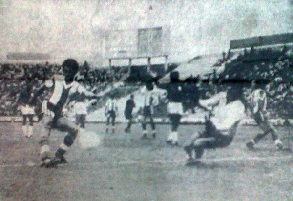 'Chalaca' Gonzales, el defensor que abrió el marcador de la máxima goleada de Alianza sobre Aurich de la historia (Recorte: diario La Crónica)