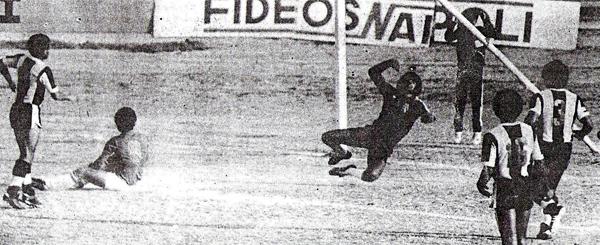 Imagen correspondiente a la primera vez en que Aurich derrotó 1-0 a Alianza Lima en Chiclayo. Fue en el Descentralizado 1981 (Recorte: diario La Industria de Chiclayo)