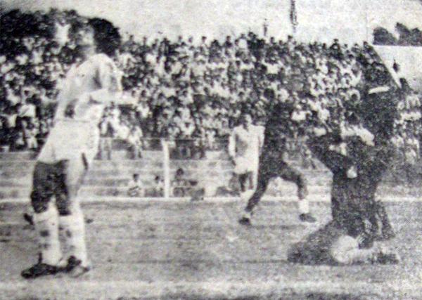 El lamento de Ramón Quiroga y su defensa luego de ver caida su valla ante Melgar (Recorte: diario Correo de Arequipa)