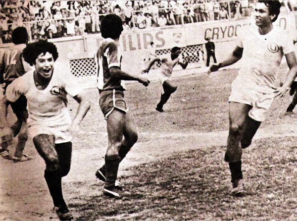El grito de gol le pertenece a Juan José Oré luego de sellar el empate definitivo entre cremas e íntimos en el último minuto (Recorte: revista Ovación)
