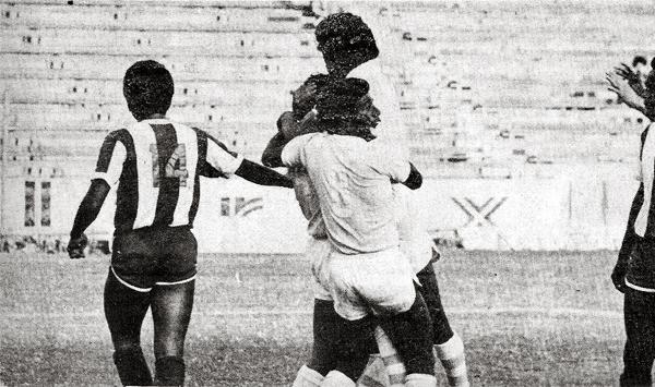 Festejo de Cristal luego de lograr el empate 2-2 contra Alianza con gol de César 'Chalaca' Gonzales (Recorte: revista Flash Deportivo)