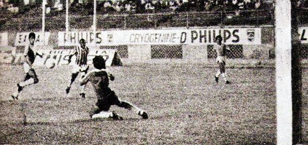 Luego de una pase de Pedrito Ruiz, Juan Caballero anotó así uno de los cuatro goles con los que Cristal goleó al Huancayo FC (Recorte: revista Ovación)