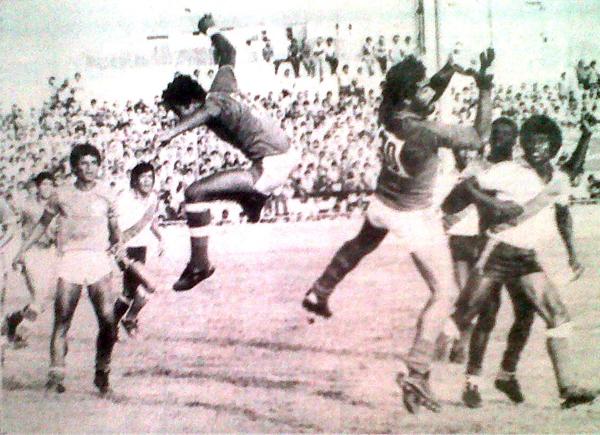 """El portero Pérez, del Gálvez, y el """"volador"""" Cartagena, del Mannucci, fueron las figuras en el empate que se dio en el Mansiche. (Foto: diario La Industria de Trujillo)"""