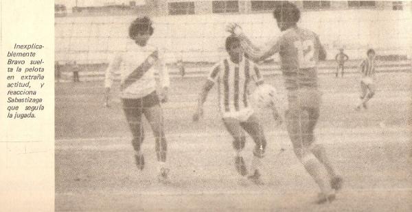 Chalaco y Municipal frente a frente en el Metropolitano de 1984: comenzaban las tribunas vacías (Recorte: revista Ovación)