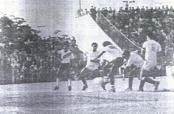 'Muni' y la 'U' completaron el doblete en el San Martín aquella tarde de 1985 (Recorte: diario La Crónica)