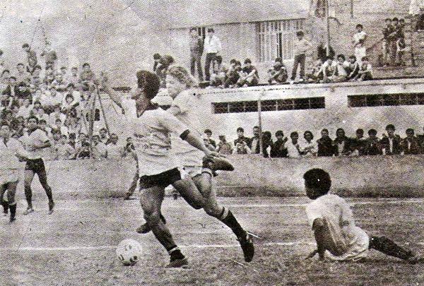 Boys haciendo de local en el antiguo Andrés Bedoya Díaz de Ate nada menos que frente a Universitario, en la temporada 1985. (Foto: revista Ovación)
