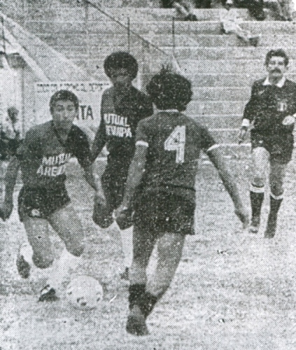 Huracán de Moquegua, acá enfrentando a Melgar en 1985, fue uno de los clubes que se benefició del sistema de regionales (Recorte: diario Correo de Arequipa)