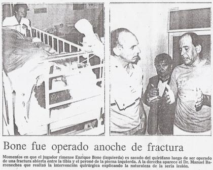 Imágenes dramáticas de Enrique Boné rumbo al quirófano luego de la artera patada que le propinó Samuel Eugenio (Recorte: diario El Comercio, 06/01/86)