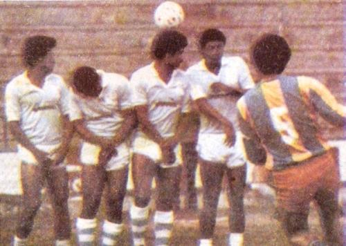Cristal y Guardia Republicana en el Metropolitano de 1986. En aquel año, el elenco 'Repucho', recién ascendido, no recibió goles en sus tres primeras presentaciones (Recorte: diario El Comercio / Suplemento Deporte Total)