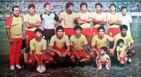 Los canarios supieron ser campeones en el fútbol peruano cuando en 1986 sorprendieron con este equipo (Recorte: diario La Crónica)