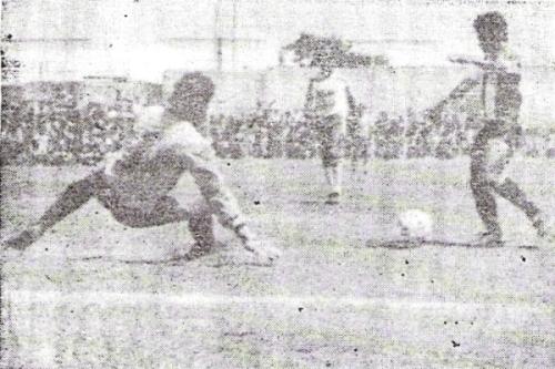 Deportivo Junín, acá sufriendo un gol de Alianza Atlético en el Descentralizado 1988, fue uno de los clubes implicados en la existencia de partidos 'fantasmas' (Recorte: diario El Tiempo de Piura)