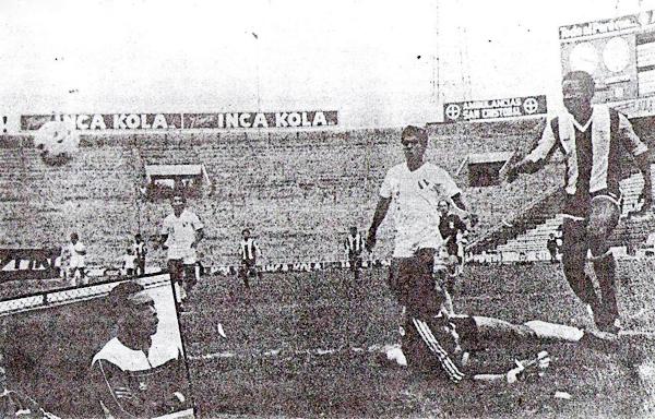 En su estreno en el Descentralizado B de 1988, Alianza -con Cubillas como DT- superó por 3-2 a CNI en Matute (Recorte: diario La Crónica)