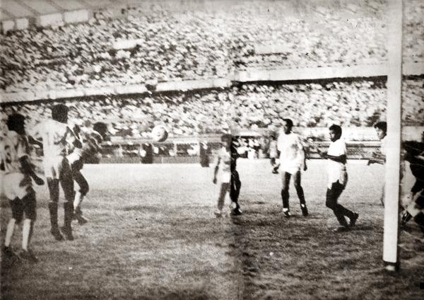 Gol de Fidel Suárez para la 'U' en la final de 1988 frente a Cristal (Recorte: revista Y Dale U)