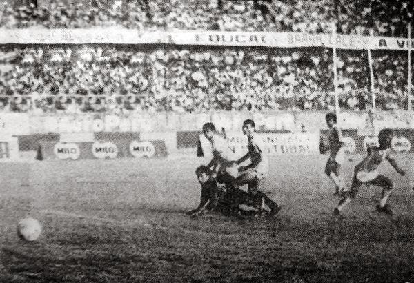 Gol de Luis Redher en el partido final contra la 'U' (Recorte: diario Expreso)