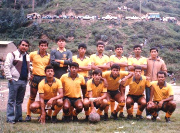 Formación de Alipio Ponce en la temporada 1988, cuando jugaba en Primera División, precisamente en la Región I de la Zona Centro (Foto: Carlos Gálvez)