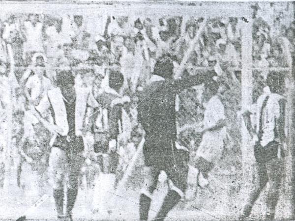 Gol de Marcel Miranda en el Grau 1 - Alianza Atlético 0 del I Regional Norte de 1989, última victoria oficial alba sobre los churres antes del Intermedio actual. (Recorte: diario El Tiempo de Piura)