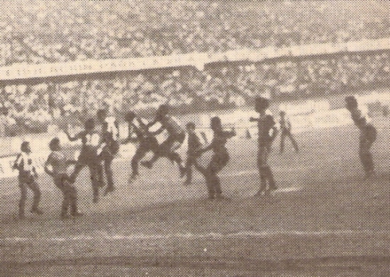 Mina San Vicente ante Alianza Lima con el Nacional repleto, en la Liguilla del I Regional de 1989 (Recorte: revista Todo Fútbol)