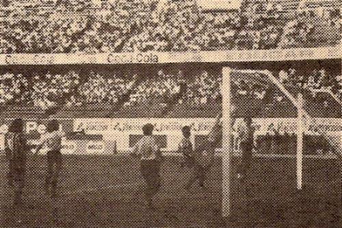 Aurora ante Minas San Vicente en el Regional I de 1989. El elenco atigrado llegó hasta la liguilla final de aquel torneo (Recorte: revista Todo Fútbol)