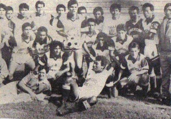 Algunos jugadores del Pacífico posan para el lente fotográfico en el estadio de Matute, en la previa del partido ante Boys por el Octogonal (Foto: sentimientogranate.blogspot.com)