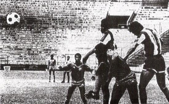Uno de los resultados más sonados de 'Inter': su victoria 1-2 sobre Alianza en Matute. José Medina y Eugenio La Rosa hicieron los goles (Recorte: diario La Tercera)