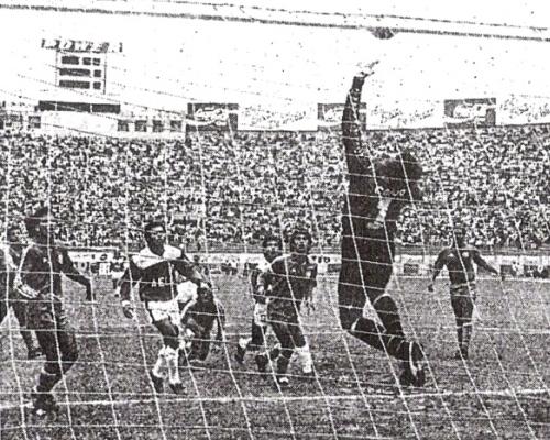 Escena del Internazionale 6 - AELU 1 del 8 de octubre de 1990. Fue la máxima goleada conseguida por Inter durante su paso por Primera División (Recorte: diario La Tercera)