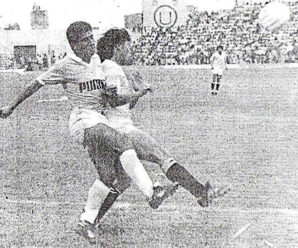 Las viejas tribunas del 'Lolo' albergaron un partido disputado como todo choque entre equipos grandes (Recorte: Diario Ojo, suplemento deportivo Crack)