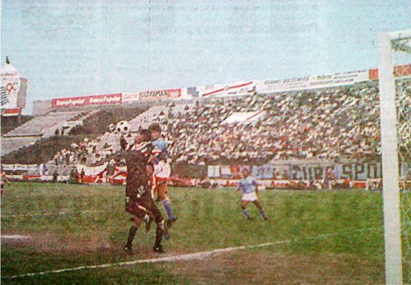 Buen público llegó a Matute, pese a ser miércoles, para ver el partido que acabaría sellando el descenso de Huaral en 1991. (Recorte: diario Expreso)